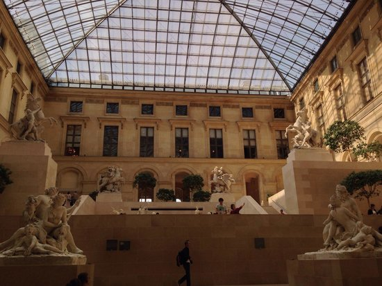 Musee du Louvre: Interior museo