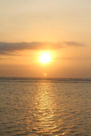 Hotel Ombak Sunset : Pôr do sol