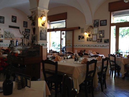 Ciao Toto interior view