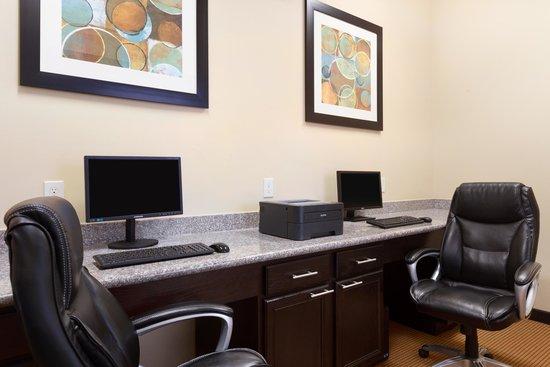 Baymont Inn & Suites Victoria : Business Center