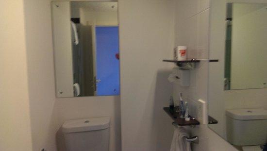 Jurys Inn Liverpool: bathroom