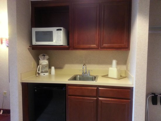 Ocean 1 Hotel and Suites: kitchenette