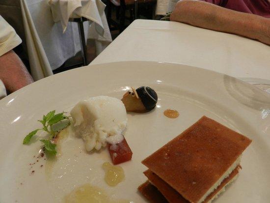 Casa Ojeda: Milhoja de queso de Burgos