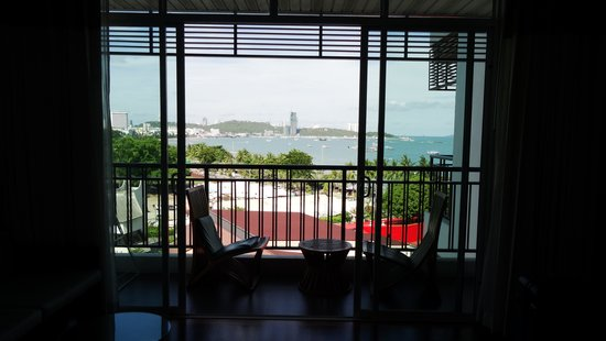Pattaya Discovery Beach Hotel: Balkon mit Meerblick