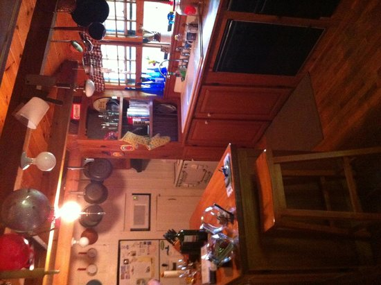 Henson Cove Place B&B : Another kitchen view