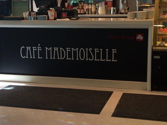 Cafe Mademoiselle: Inside