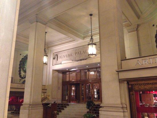 Alvear Palace Hotel: Вход в отель