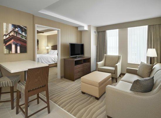 Homewood Suites by Hilton Halifax-Downtown, Nova Scotia, Canada: Living Room