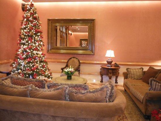 The Lucerne Hotel: Lobby