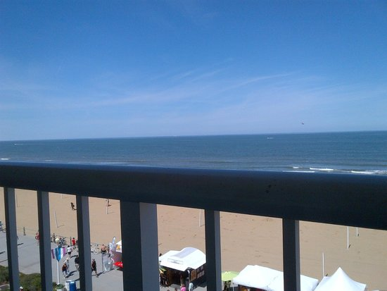 Hampton Inn Virginia Beach Oceanfront North : View from room (fifth floor)