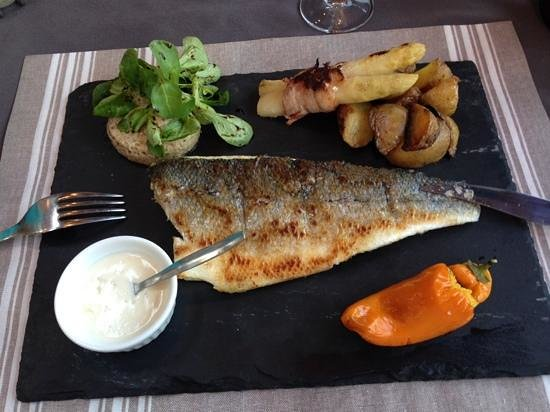 L' Ecailler des Abers : Sea Bass from the specials board