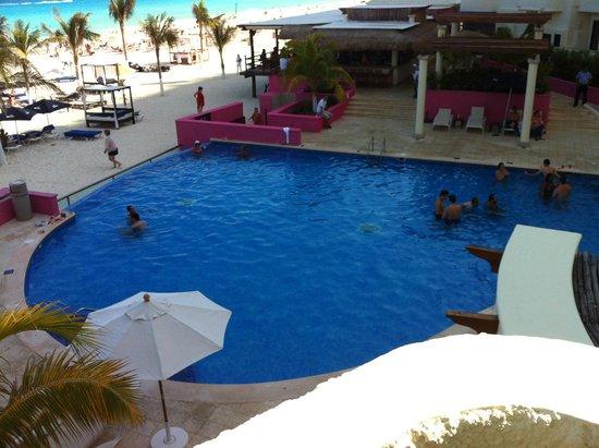 NYX Hotel Cancun: Foto da piscina!!