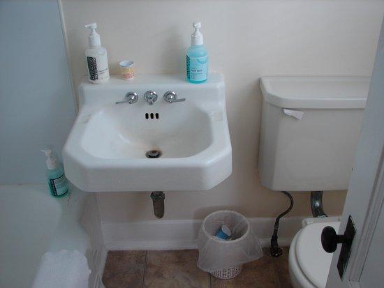 Grassmere Inn Bed and Breakfast: Room #6 bathroom