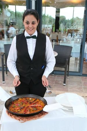 Cases de Ca's Garriguer: Paella on the terrace for dinner