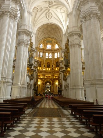 Catedral y Capilla Real: Place to lose yourself in