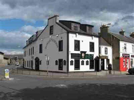 The Burns tavern & restaurant: Restaurant entrance at the last door by the traffic lights