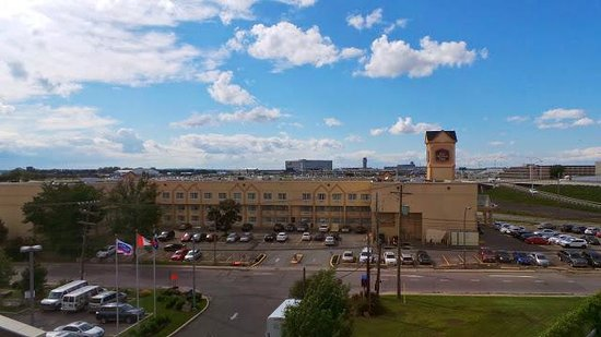 Fairfield Inn & Suites by Marriott Montreal Airport: Vue depuis la chambre