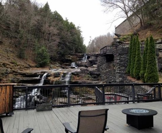 Ledges Hotel: Relax on the back patio