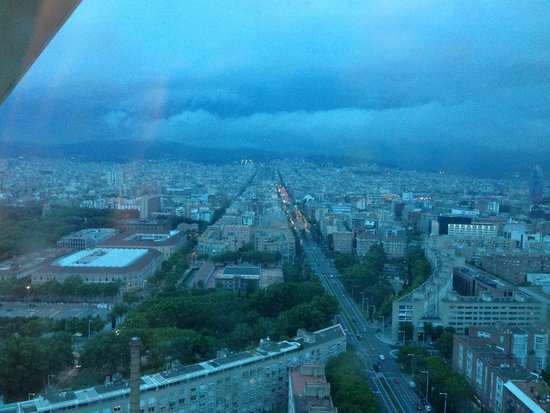 Hotel Arts Barcelona: Even in the rain the view from our room was amazing