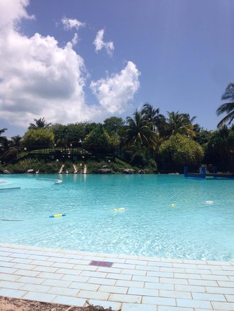 Be Live Experience Turquesa: The pool area