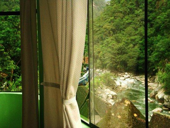 Machu Picchu Green Nature: Vista al rio