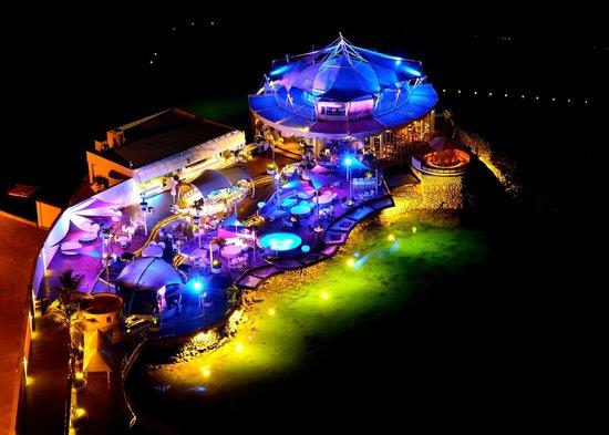 Movenpick Hotel Mactan Island Cebu: Ibiza Bar ( Night shot)