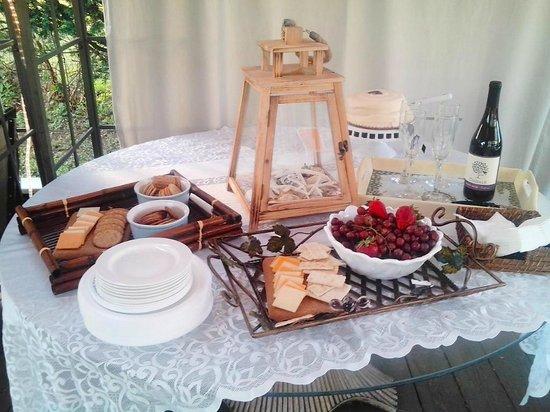 Blue Whale Inn: COMPLIMENTARY WINE & CHEESE