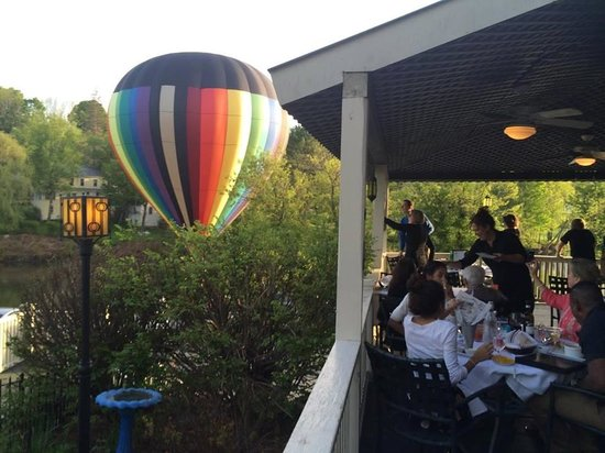 The Parker House Inn and Restaurant: ballons!