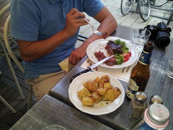 Trattoria Lo Stracotto: Fiorentina with roasted potatoes