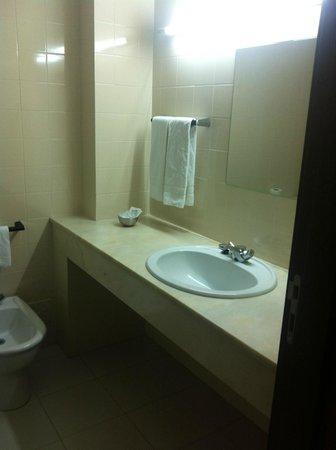 Hotel Melius: Clean Bathroom