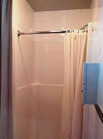 Eagle Wind RV Park: shower