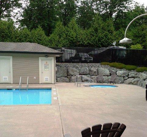 Eagle Wind RV Park : hot tub pool aea