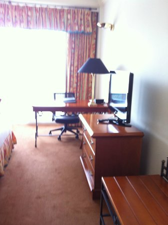 Hilton Cyprus : Office area in the bedroom
