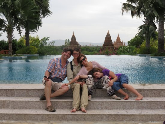 Aureum Palace Hotel & Resort Bagan : The main pool area with Pagodas in the background