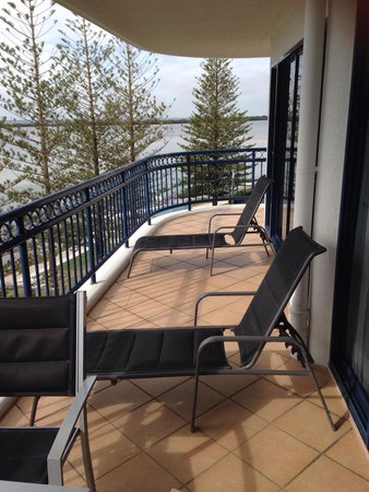 Ramada Resort Golden Beach: Corner balcony very large romm 601