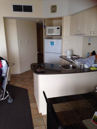 Ramada Resort Golden Beach : Kitchen all but dishwasher room 601