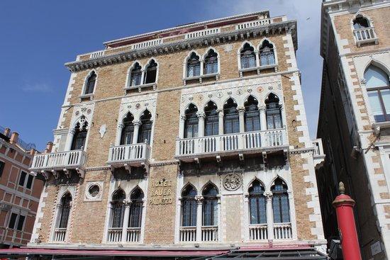 Bauer Hotel: Fachada do Bauer Palazzo, visto de frente.