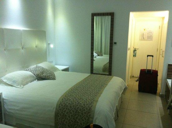 Asterias Beach Hotel: Clean Bedroom