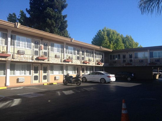 Howard Johnson Express Inn - San Mateo: motel