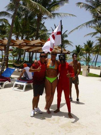Barceló Maya Beach: Recreadores en los días del juego del mundial