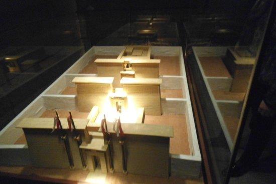 Templo de Debod : Maquete do templo
