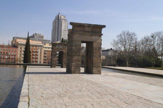 Templo de Debod : Outra vista de fora.