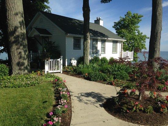 The Lakehouse Inn: Beach house