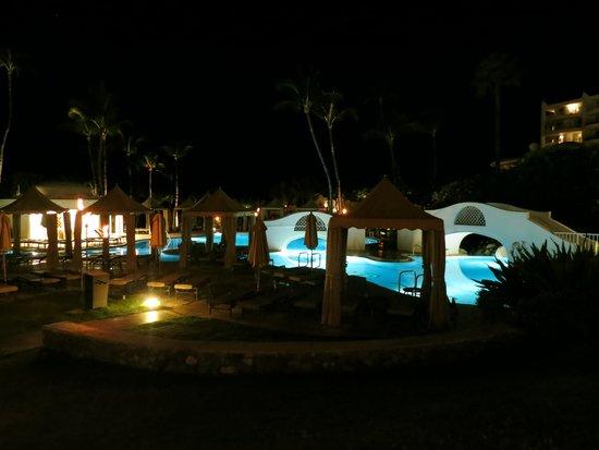 Fairmont Kea Lani, Maui: POOL BY NIGHT