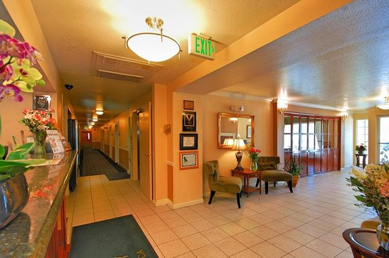 Quality Inn Tulare: Hallway - Quality Inn