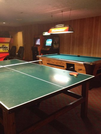 Commodores Inn: Game room. We played ping pong. That's free. Others may not be.