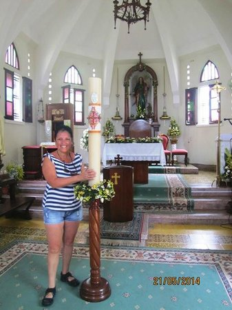 Iglesia San Rafael Arcangel: Alba en el altar