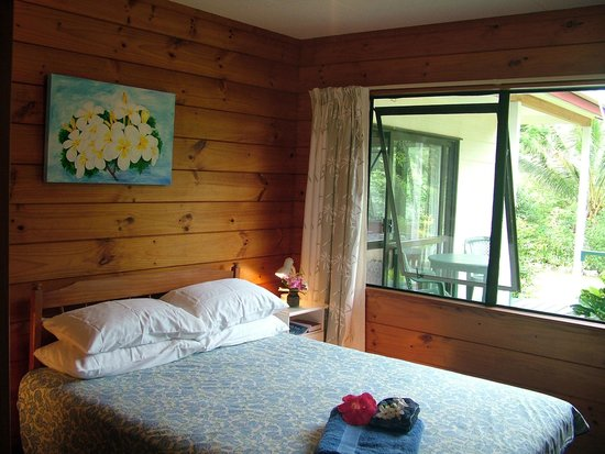 Atiu Homestay: Queen size Bed