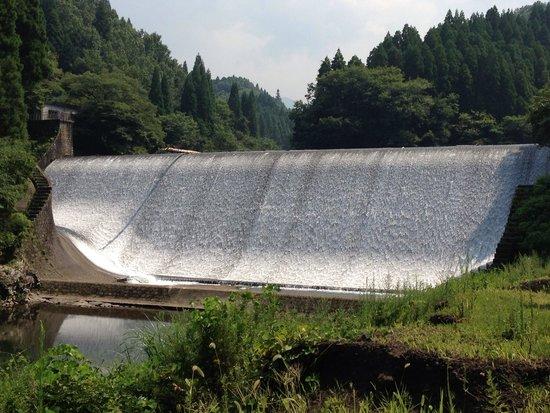 Hakusui Dam: 水は輝くもの