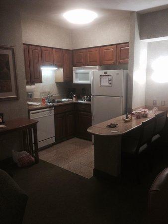 Staybridge Suites San Antonio - Airport : Kitchen